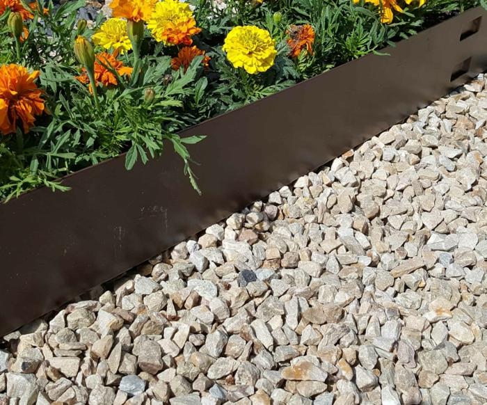 bordure de jardin en acier corten, comment séparer le parterre de fleurs des allées de jardin