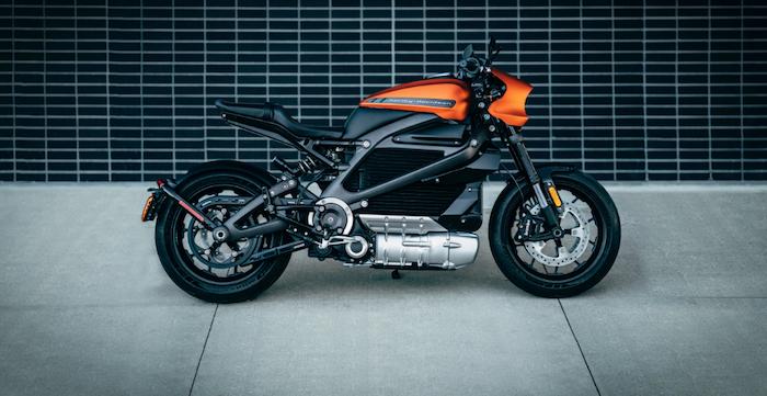 avec son projet TE 1, Triumph suit Harley Davidson et sa moto électrique Livewire