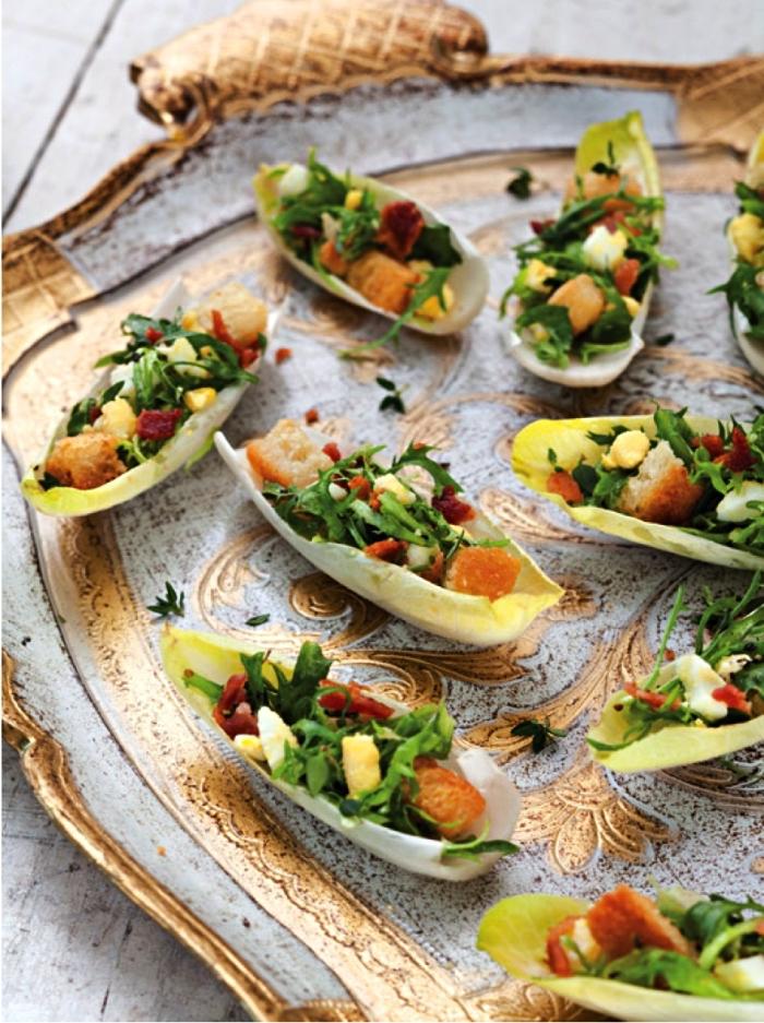 barquettes d'endive façon salade cesar en apero minute, des bouchées apéritives végétariennes à la salade cesar