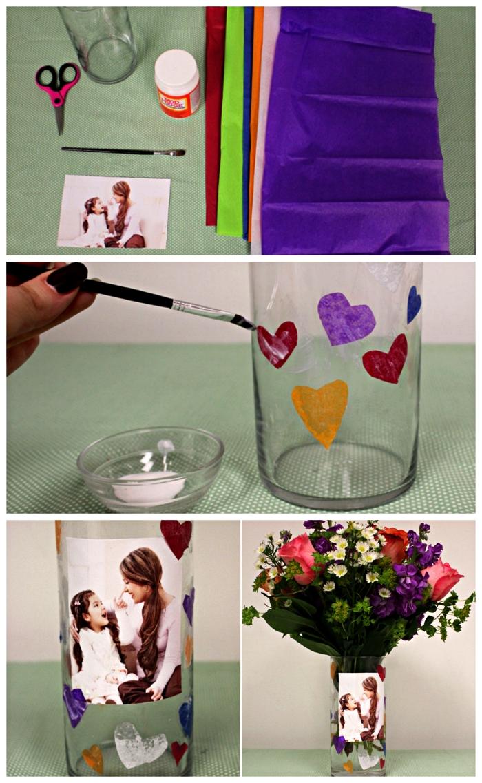 bricolage fête des mères pour tout petit, un vase en verre personnalisé avec une photo, agrémenté de petits coeurs en papier de soie