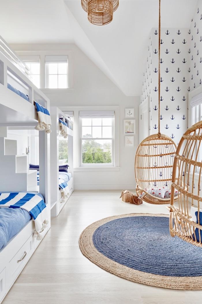 comment aménager une chambre d'enfant en style marin, idée chaise d'oeuf suspendue pour une déco marine