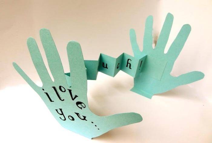 idée de carte fete des peres maternelle avec des empreintes de main et message je t aime bricolage maternelle pour tout petit