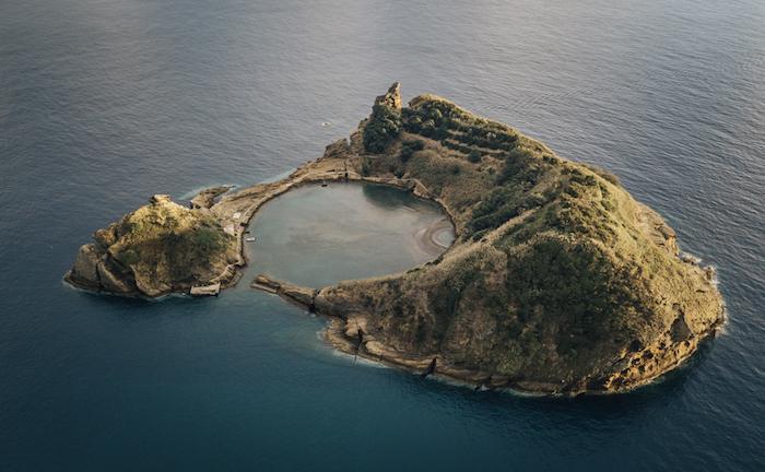 Endroit paradisiaque, fond d'écran islande paysage, photographie moderne, ronde ilot au milieu d'océan