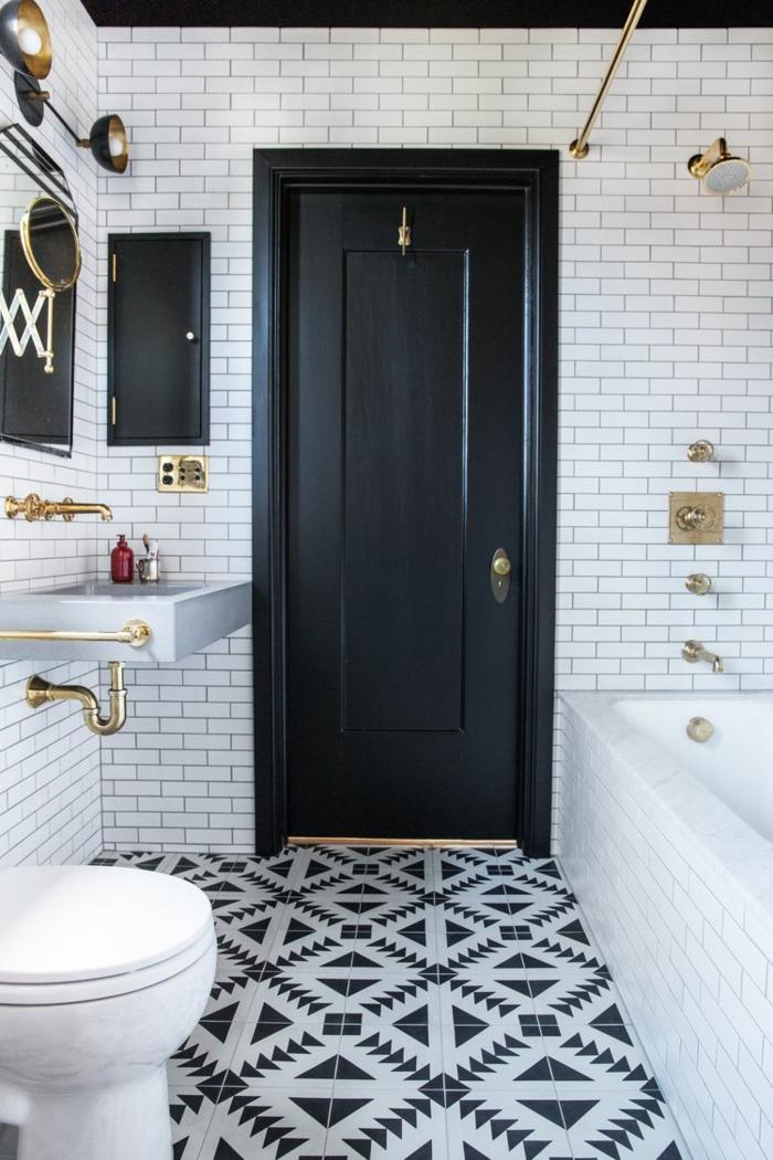 carreaux métro blancs, sol motifs carreaux de ciment, baignoire rectangulaire, vasque suspendue rectangulaire