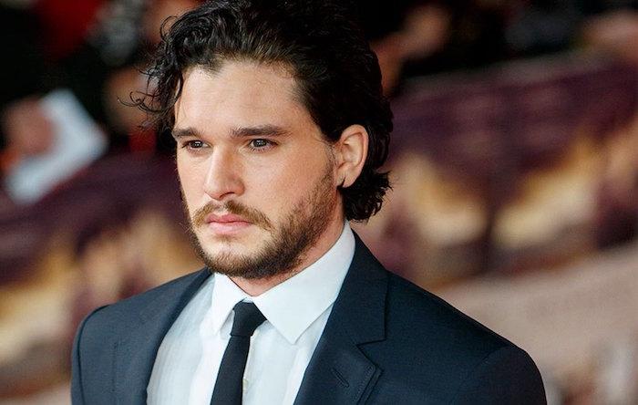 Depuis la mise en avant de son personnage de Jon Snow, Kit Harington a développé une vulnérabilité psychologique due au stress engendrée par le succès la série Game Of Thrones