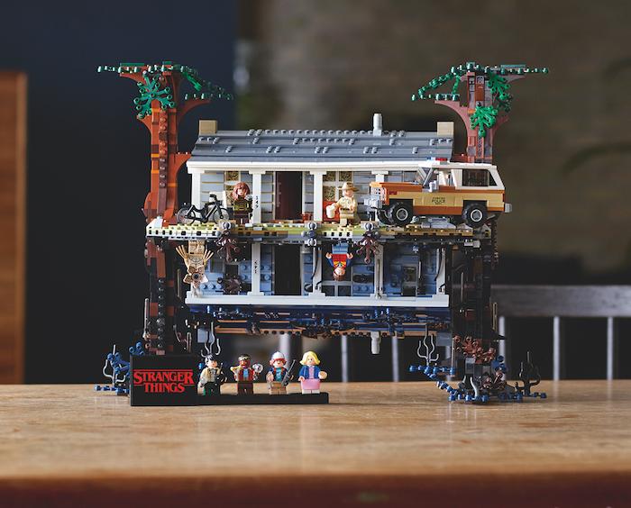 Le nouveau set de Lego Stranger Things met tout à l'inverse, littéralement