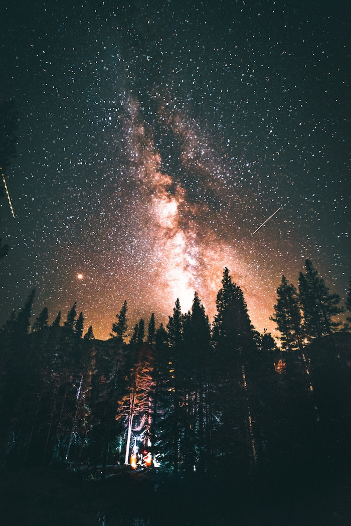Nuit étoilée, camping a la foret, les plus beaux endroits de france, paysage magnifique, photographie professionnel