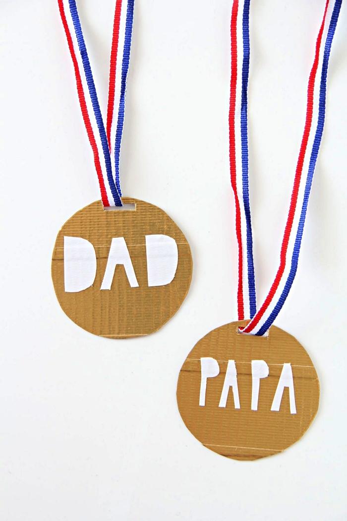 idée de cadeau fete des peres a fabriquer à l'école maternelle, médaille en carton meilleur papa