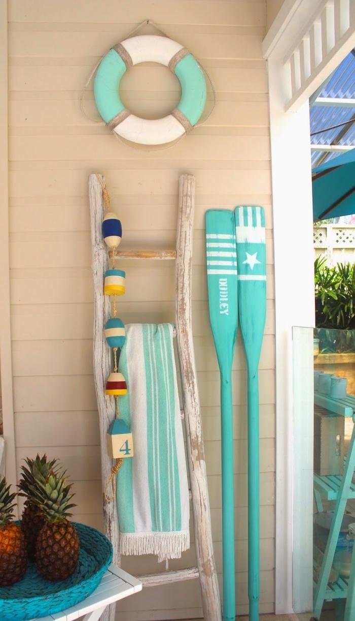 quels objets pour décorer sa terrasse dans l'esprit mer, exemples de déco marine sur la véranda, idée deco marine en blanc et vert