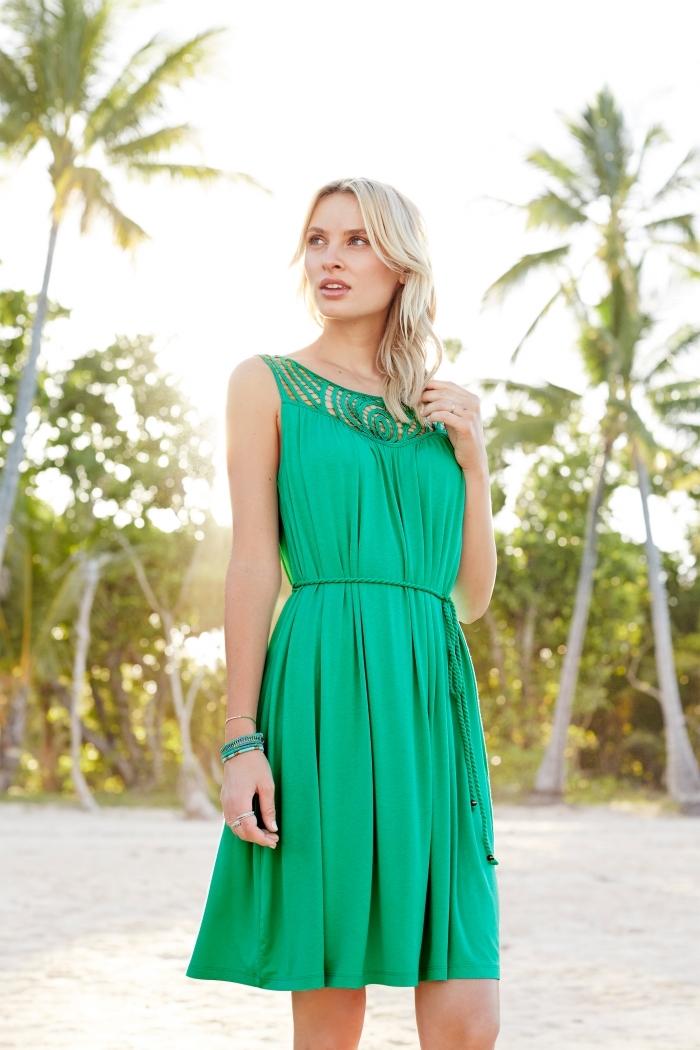 quelle couleur vêtement été tendance 2019, exemple de robe ceremonie femme mariage invitée de couleur vert
