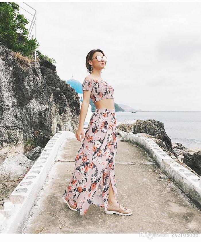 Deux pièces robe, jupe fendue fleurie, lunettes de soleil, robe longue bohème, comment s habiller pour un mariage à la plage