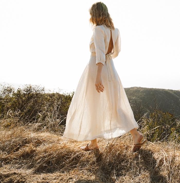 exemple de robe bohème chic blanche avec dos ouvert, modèle de robe longue fluide de style bohème chic