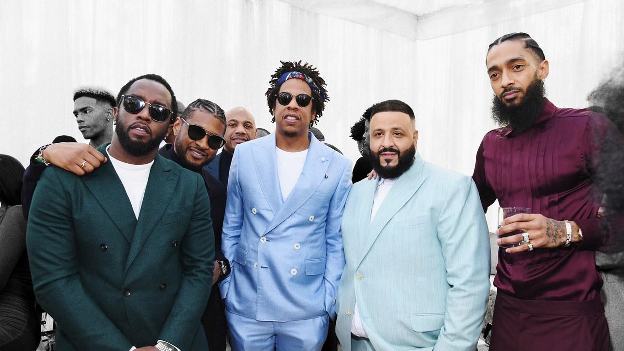 photo de P Diddy, Jay-Z Dj Khaled et Nipsey Hussle en costumes clair lors d'une cérémonie