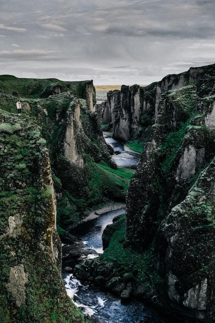Norvège magnifique nature, riviere qui crée canyon de beauté, paysage mer, paysage magnifique, les plus beaux paysages du monde