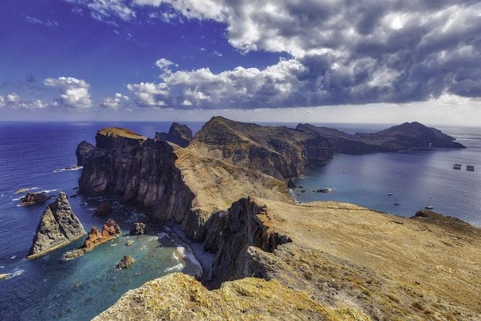La beauté de la nature, découvrir une île paradisiaque entouré d'eau bleu et de rochers magnifiques, le plus beau pays du monde, ile paysage