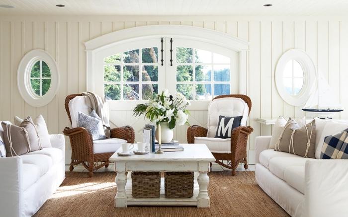 aménagement salon blanc avec meubles bois blanc, déco de style rétro avec accessoire d'esprit marin, idée déco marine facile