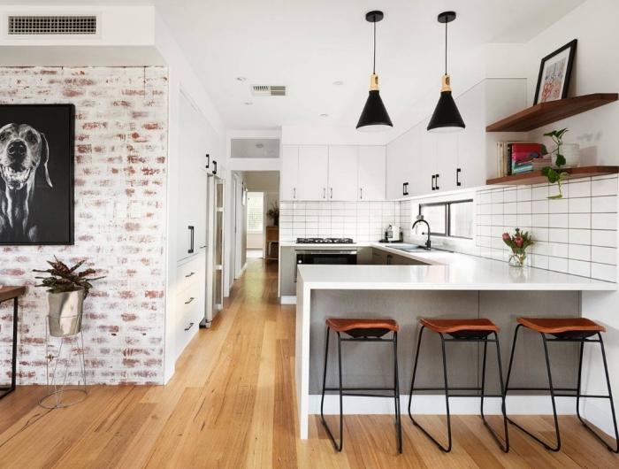 idée cuisine complete pas cher, modèle de cuisine aménagée en forme de U, déco de cuisine en blanc et gris avec finitions noir mate