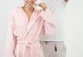Opter pour le meilleur peignoir de bain selon la taille, le style et la matière