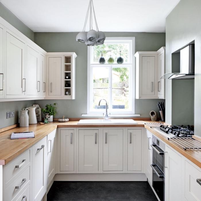 comment aménager une cuisine petit espace, quelle couleur avec le blanc dans une petite cuisine avec plan de travail bois