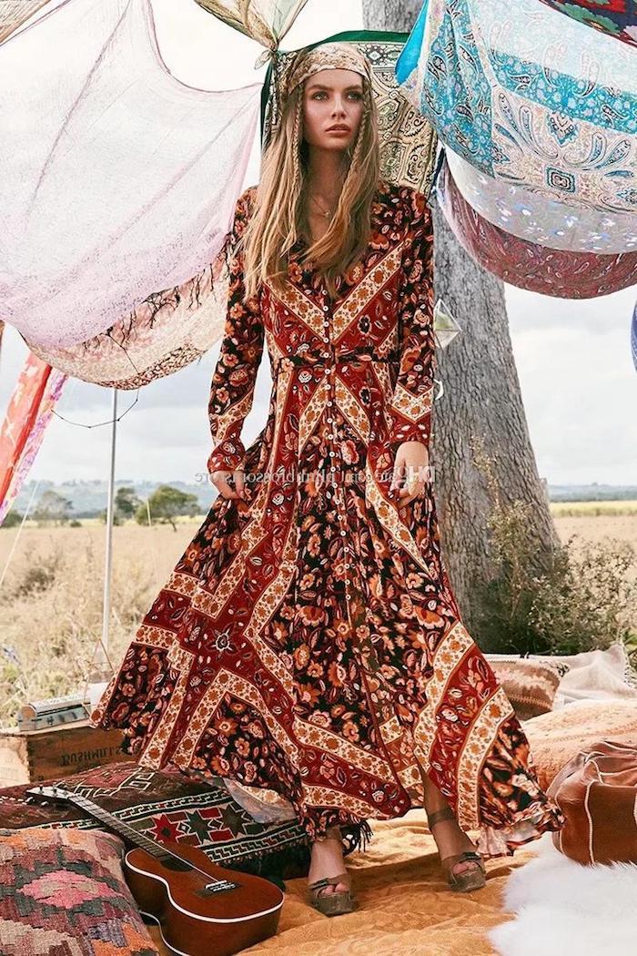 Coiffure bohème avec deux petits tresses, hippie design robe et intérieur, robe longue ete, robe de plage bohème chic, robe ethnique tipi photo