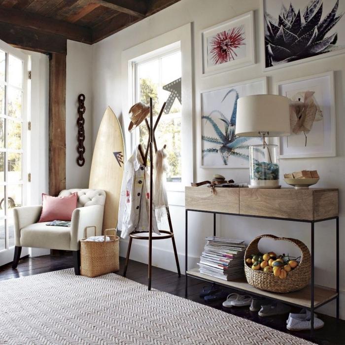 idée decoration bord de mer pas cher, design intérieur de style plage avec meubles de bois et accessoires plage