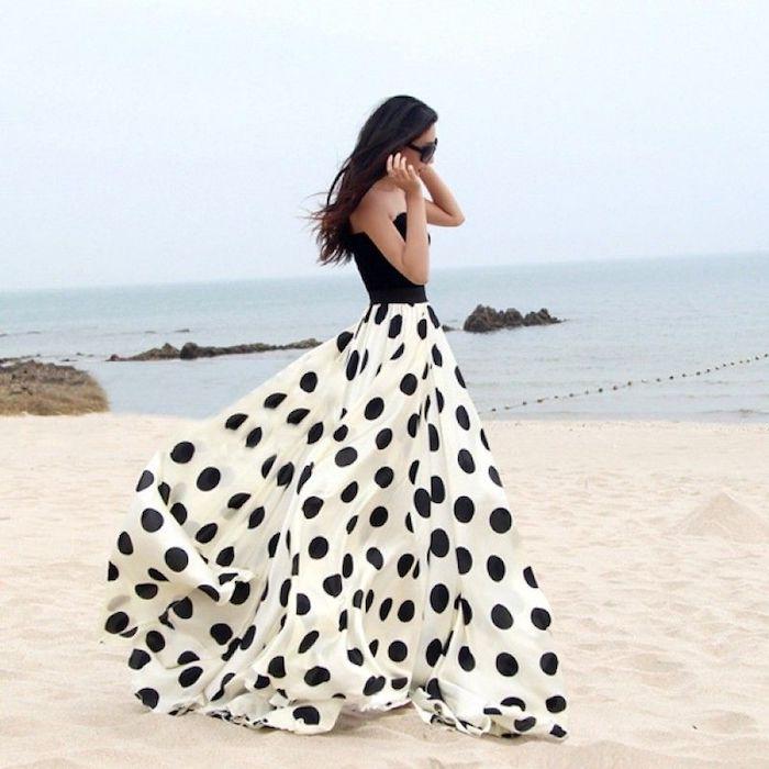 Demoiselle d'honneur mariage à la plage, jupe evasee à pois, tenue noir et blanc, robe ethnique, se sentir confortable dans ses vêtements