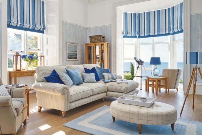 design intérieur de style marine avec objets en bois et accessoires à motifs rayures bleu et blanc, déco salon blanc et bleu