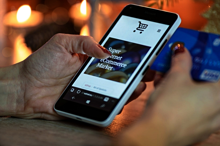 astuces shopping en ligne pour payer moins cher, comment trouver et utiliser des codes promo pour ses achats en ligne