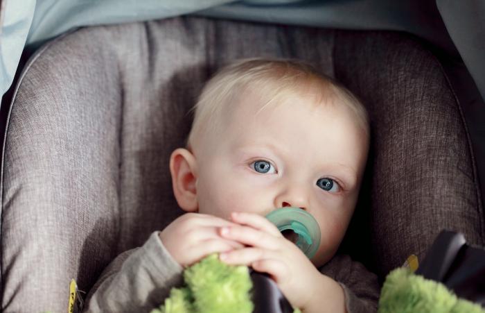 quelle tétine bébé pour nouveau né, matière pour sucette bébé, tétine personnalisable avec le prénom du bébé en ligne