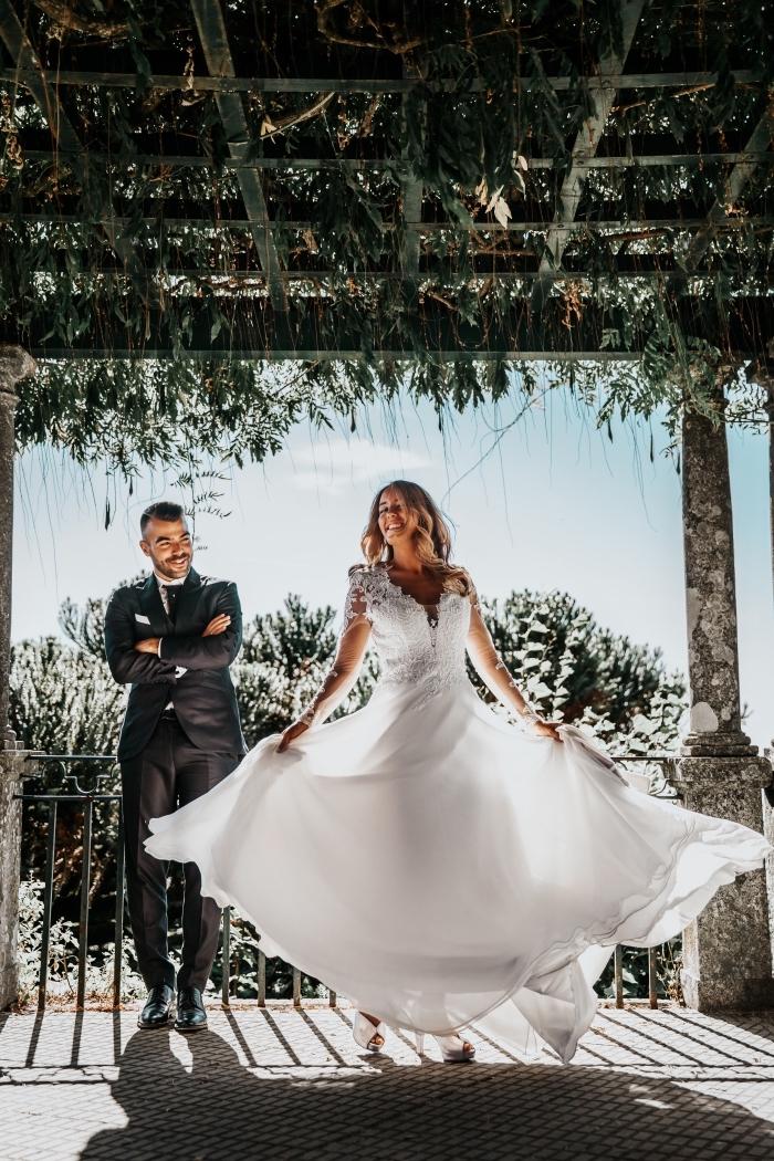 exemple de coiffure simple pour mariage, comment porter ses cheveux longs lâchés avec boucles pour mariage