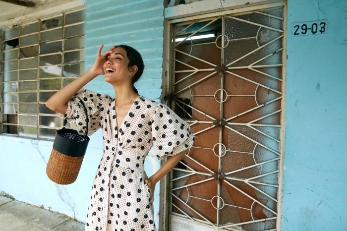 motifs polka dots tendance vêtements été femme 2019, modèle de robe classe aux manches ceinturée à design pois