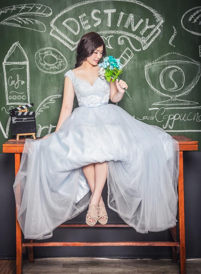 idée de coiffure tresse mariage, exemple comment porter ses cheveux attachés en tresse romantique pour mariée