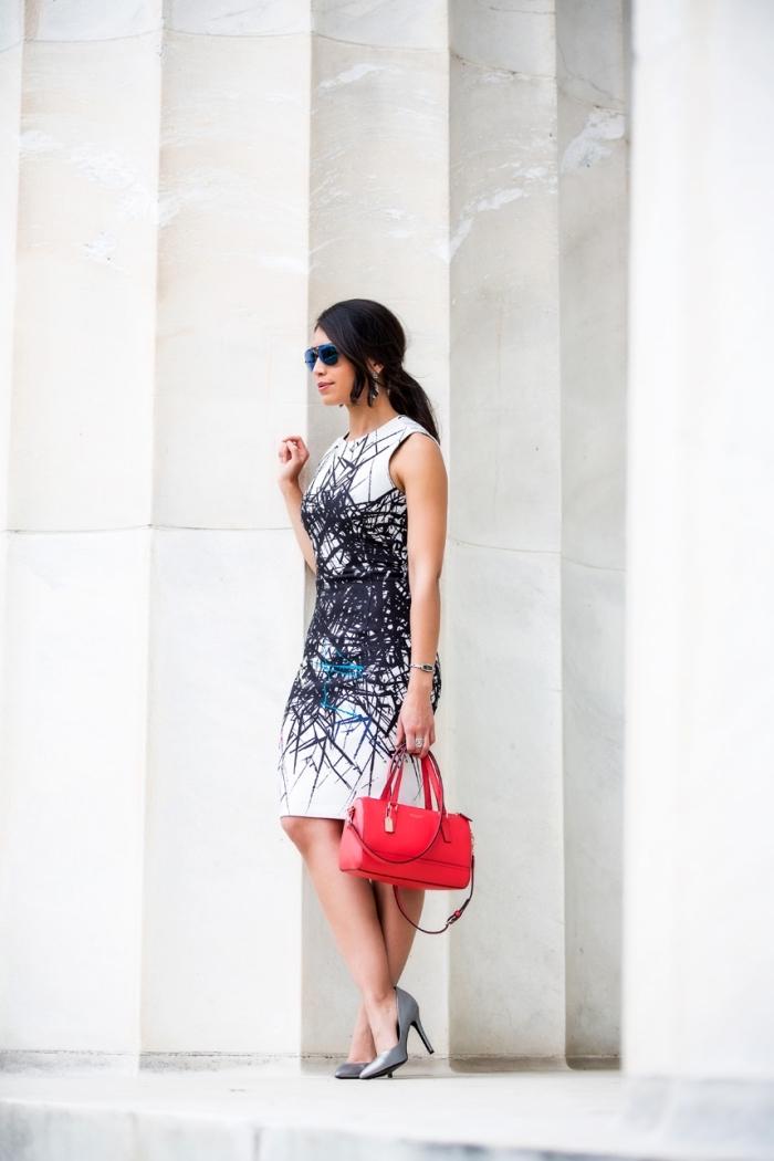 modèle de sac à main cuir rouge, idée robe ceremonie femme chic, modèle de robe blanche à décoration noire