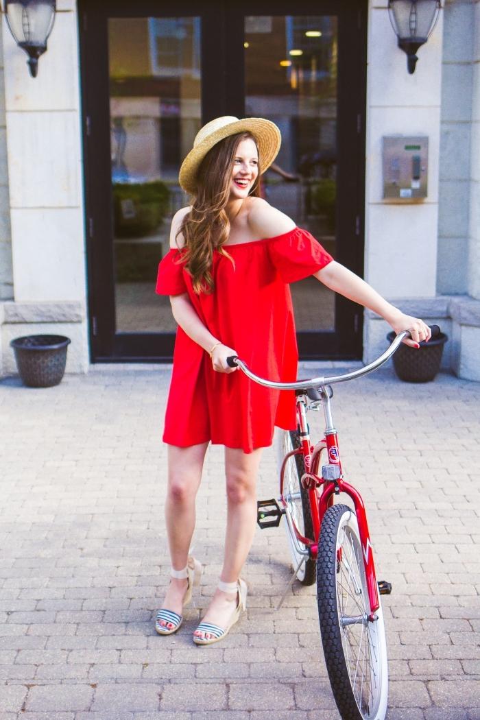 comment bien s'habiller été 2019, exemple de robe col bateau de couleur rouge, idée sandales plate-formes