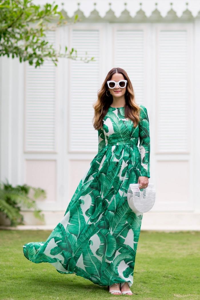 exemple de robe de soirée chic et glamour, modèle de robe longue de soirée, idée robe femme habillée en vert et blanc