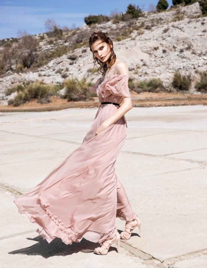 Sandales à talon, robe rose poudré pour mariage, robe blanche boheme, robe longue bohème, femme robe longue de plage
