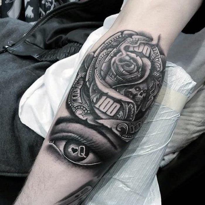 oeil, rose et motif argent tatouage homme pour les amateurs des jeux de hasard