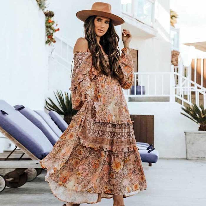 Maison de vacances, chaises longues, robe hippie chic dentelle, robe longue bohème, photographie inspiratrice