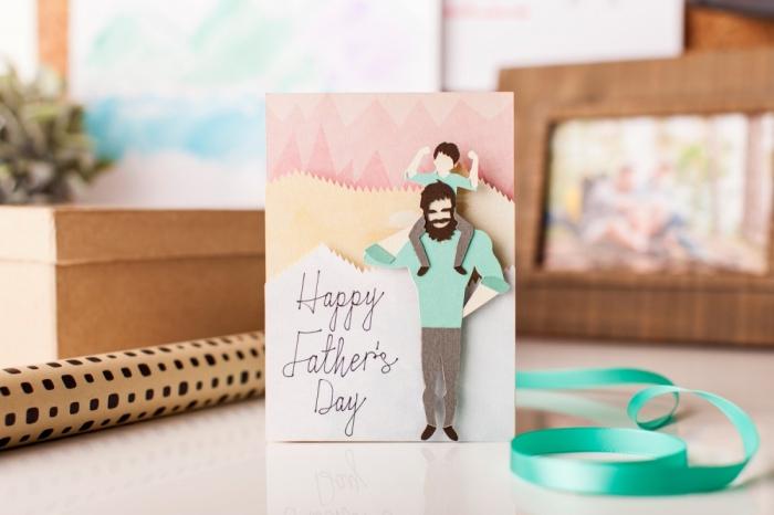 modèle de carte diy avec figurines en papier cartonné 3D à design père et fils, quel cadeau fete des peres a fabriquer