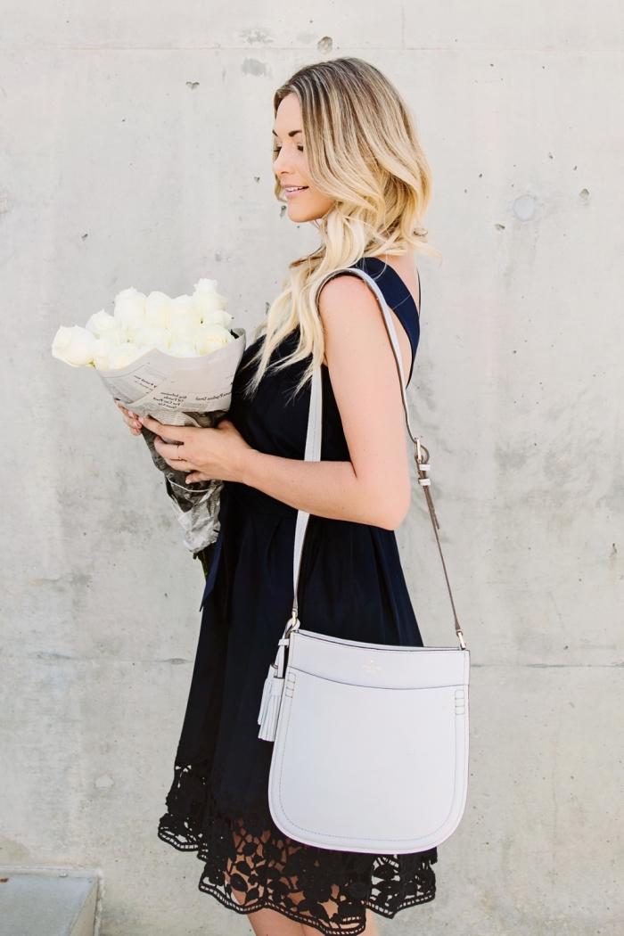 comment bien s'habiller pour un mariage femme invitée, modèle de robe courte noire avec broderie florale et bretelles