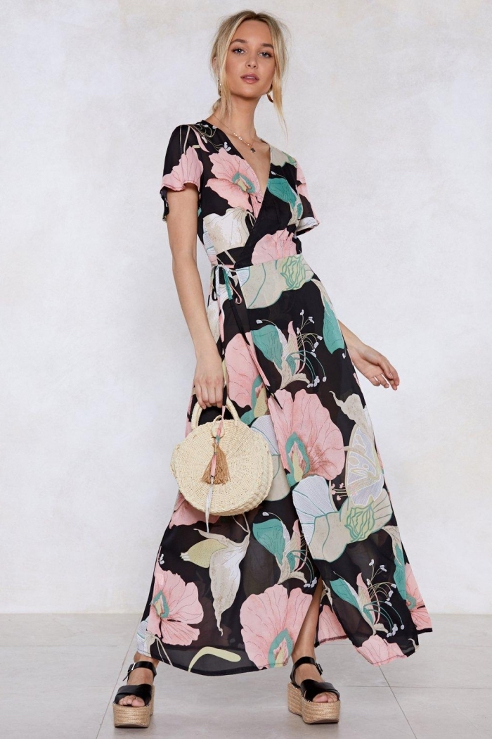 motifs floraux vêtements tendance été 2019, idée robe d'été femme avec manches courtes et décolleté en v