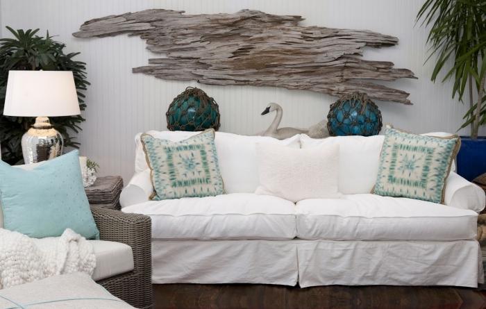 comment décorer un salon dans l'esprit marin, exemple de decoration marine avec objets de nuances vert et bleu