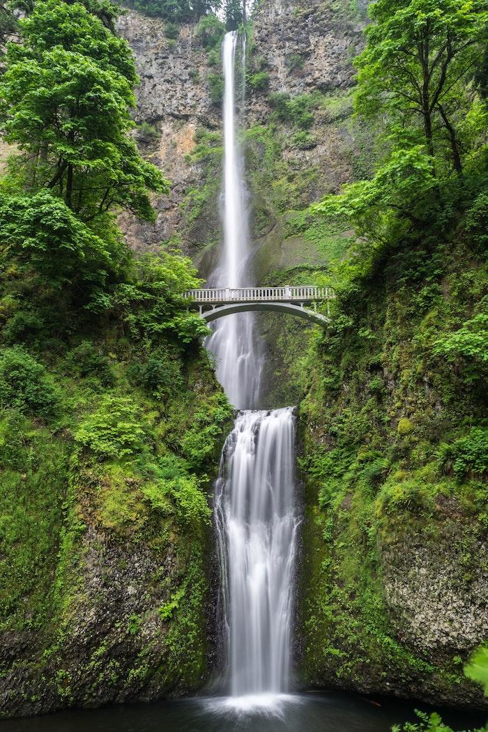 Chute d'eau haute paysage magnifique, le plus beau pays du monde, endroit paradisiaque, salt creek vue avec pont cool