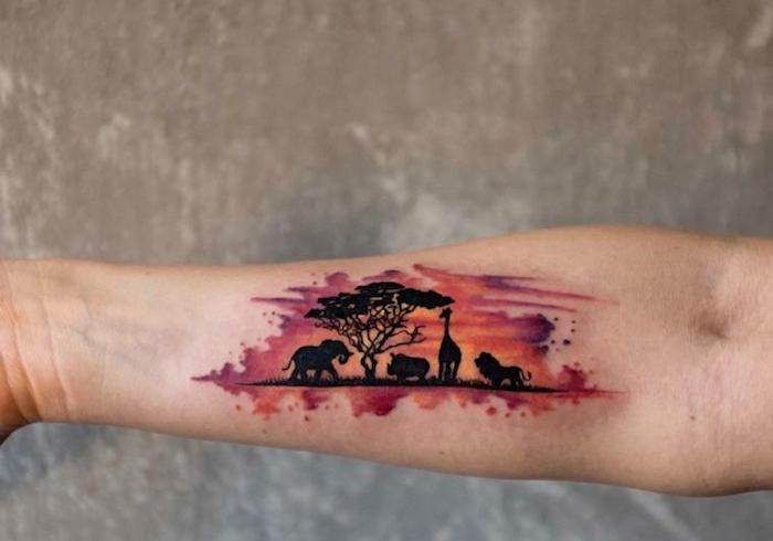 tatouage femme aquarelle, paysage coucher du soleil afrique avec silhouettes d arbre et animaux sauvages