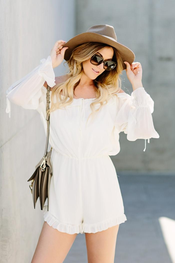 capeline taupe, combishort blanc, sac épaule gris, look bohème chic, tenue été chic