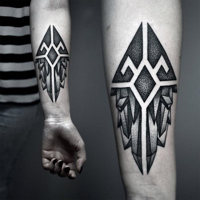 signification tatouage aux formes géométriques, triangles et autres figures, tatoo symbolique