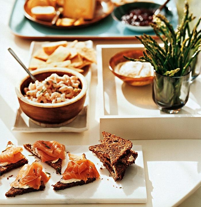 toast apéritif de pain complet au fromage à la crème et saumon fumé pour un apéro dînatoire facile et léger