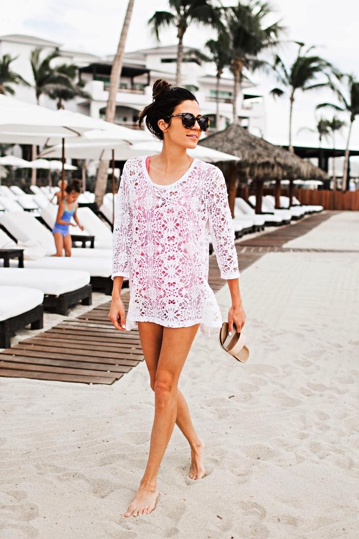 828da94d5c tunique de plage en crochet blanc portée par dessus un maillot de bain 1  pièce couleur Tenue de plage : 100 looks tendance pour braver la canicule  ...