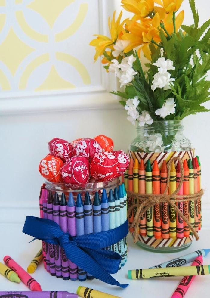cache pot et decoration pot à sucettes serré d un ruba décoratif, idee cadeau maitresse fait main original