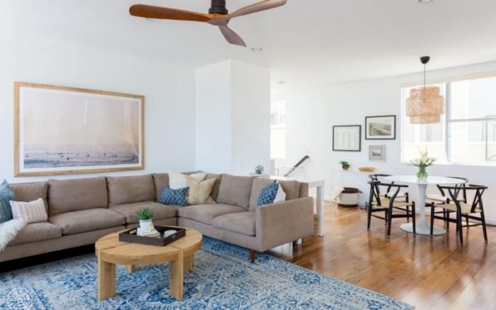 comment aménager une maison de style marine, exemple de deco marine avec meubles bois et accessoires motifs océan